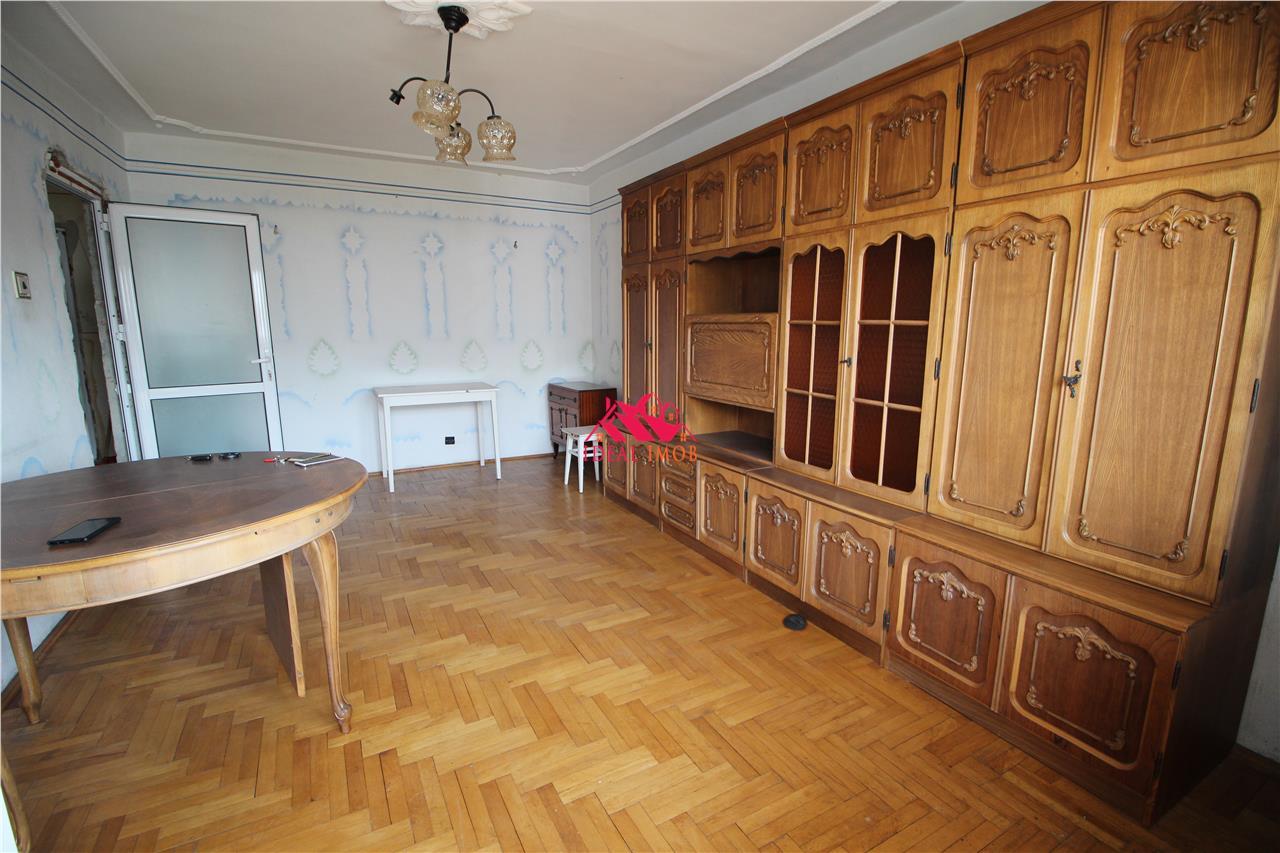 Apartament 3 Camere Decomandat - MIORITEI