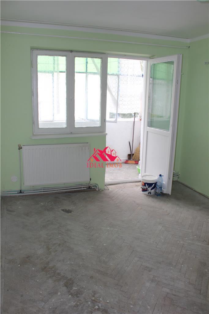 3 Camere Zona Miron Costin