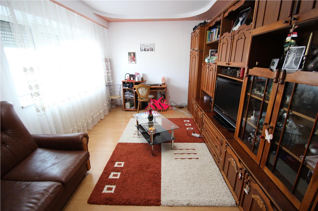 2 Camere Decomamdate - Neagoe Voda -,Bloc 88'