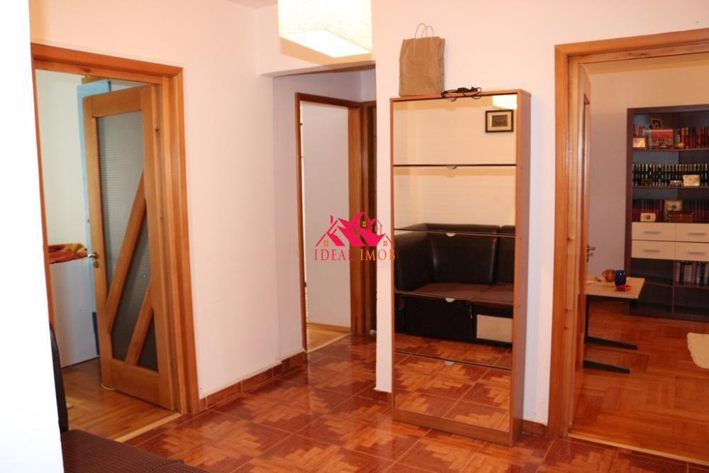 3 Camere Zona Mioritei - etaj 2
